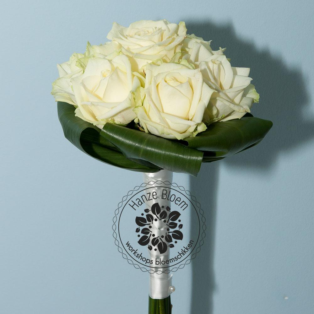 bruidsboeket-7-witte-rozen
