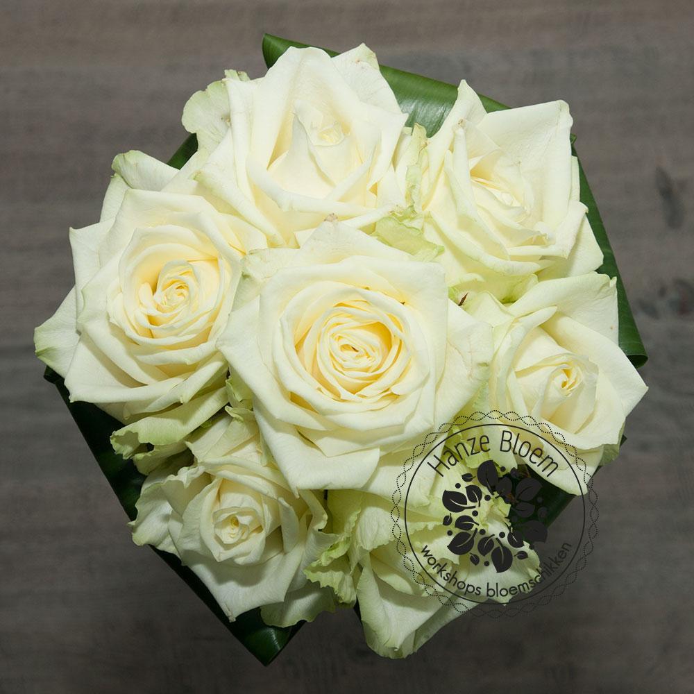 bruidsboeket-7-witte-rozen2