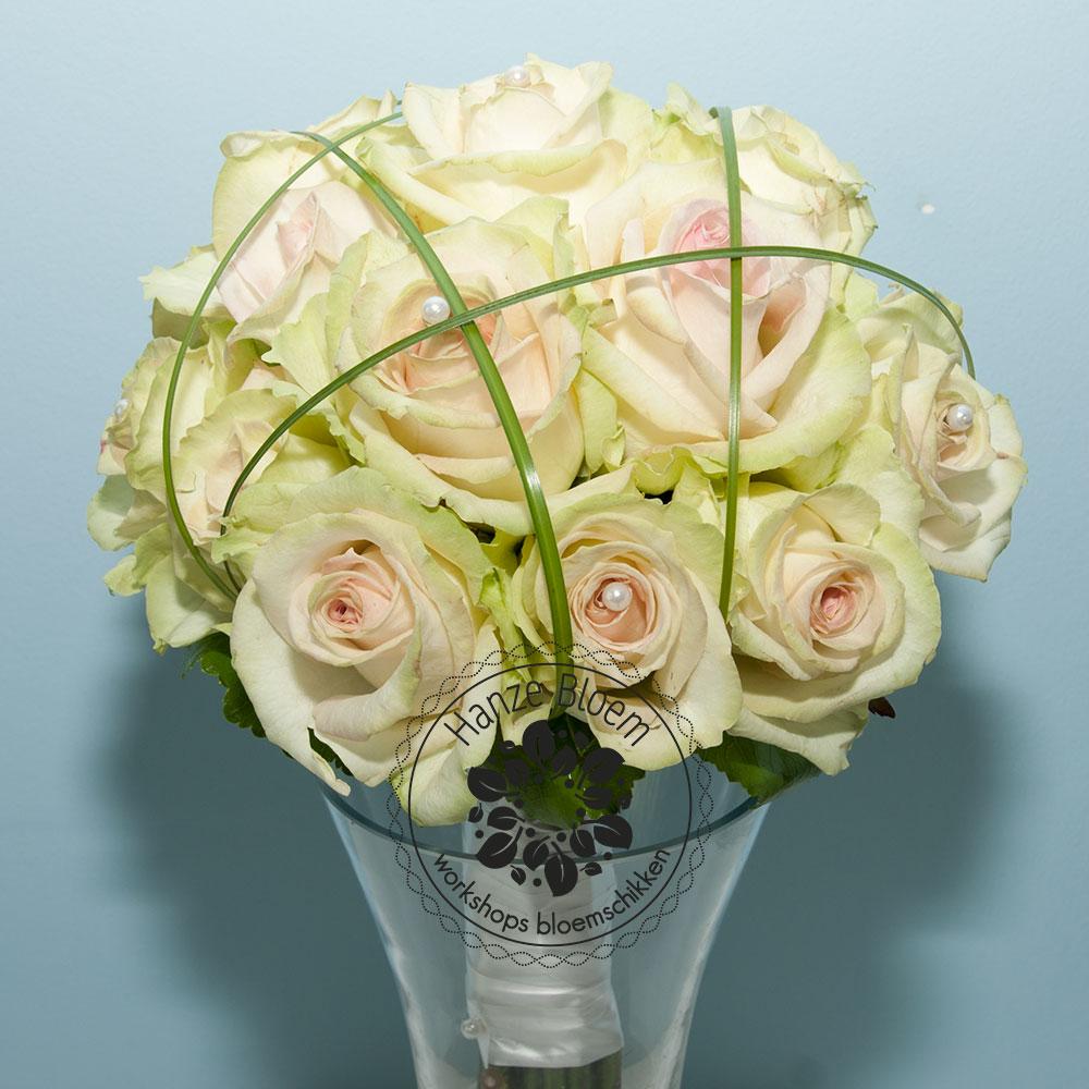 bruidsboeket-rozen-beregras-parels