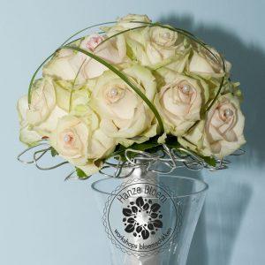 bruidsboeket-rozen-ijzerdraad-frame